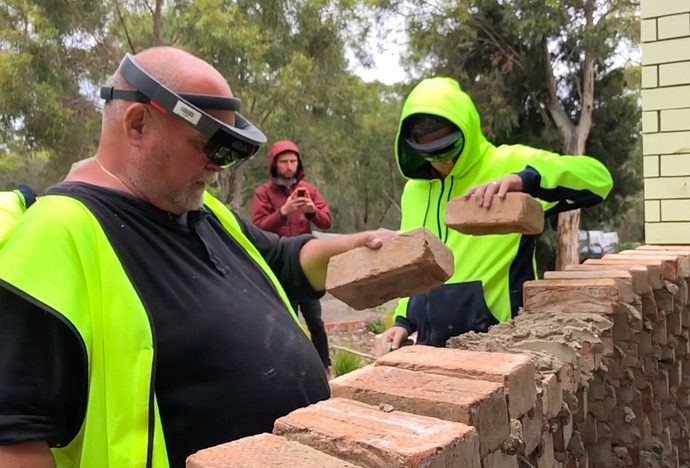 This is how a complex brick wall is built using Augmented Reality